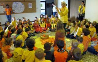 Gelber und orangefarbener Tag