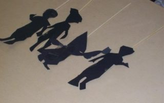 Schattenspielfiguren zur Umsetzung der Geschichte